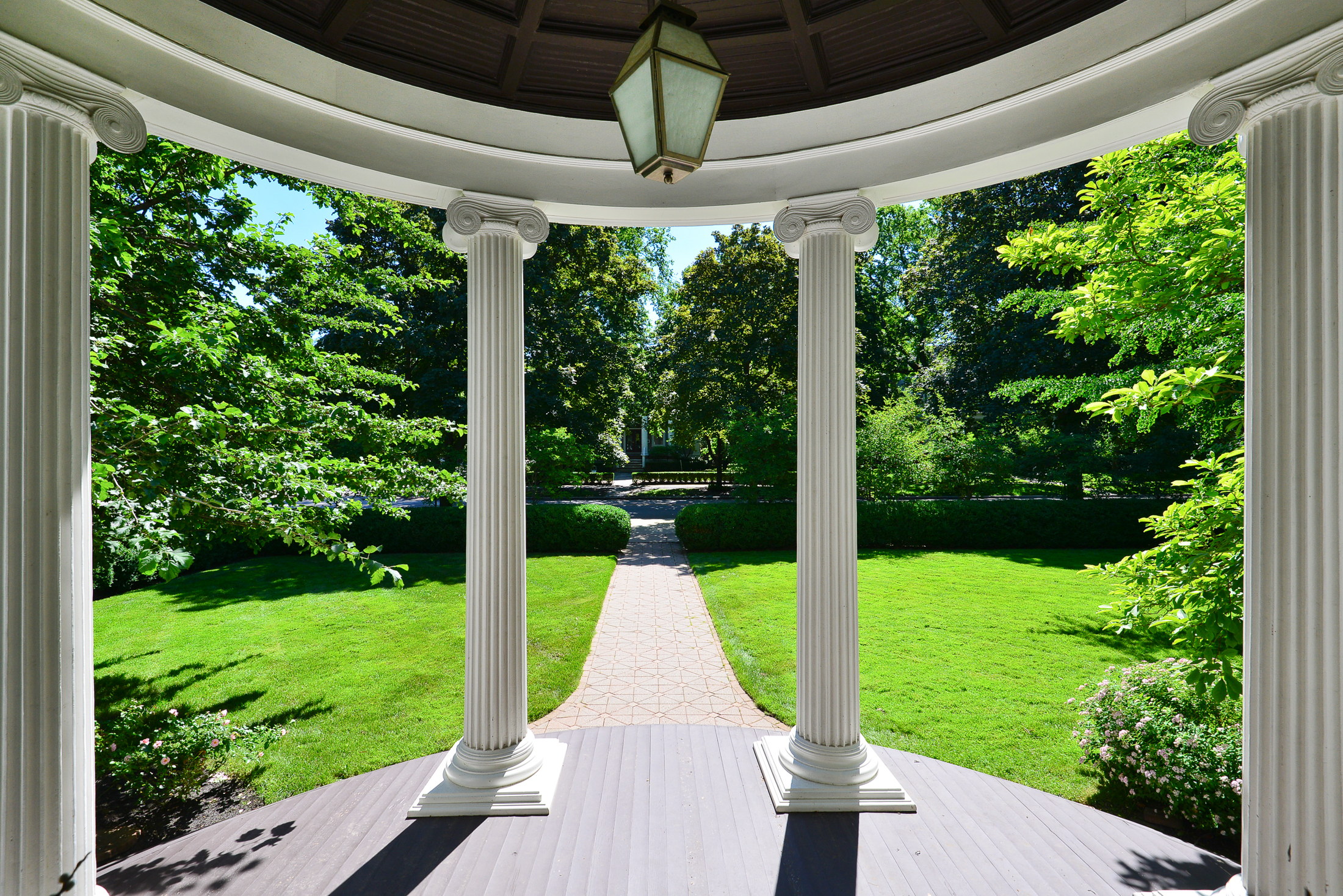 1048 Forest portico